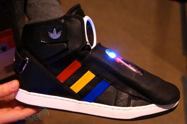 მოლაპარაკე ფეხსაცმელი by Google & Adidas (8 ფოტო+ვიდეო)