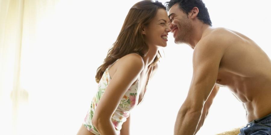 10 ტყუილი, რითიც კაცი ქალს სექსისთვის ამზადებს (10 ფოტო)